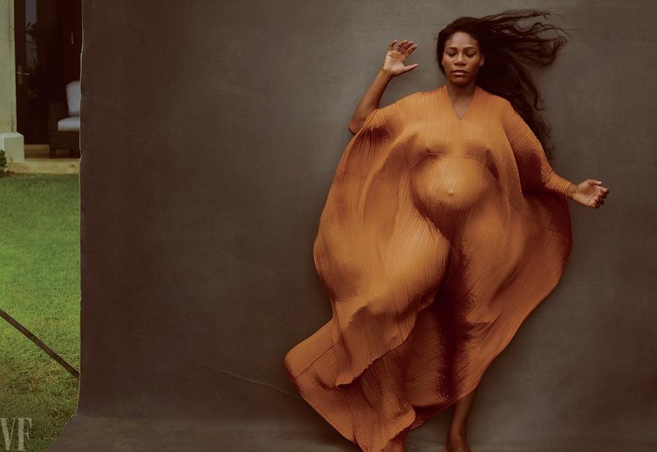 Беременная Серена Уильямс возникла обнаженной наобложке журнала