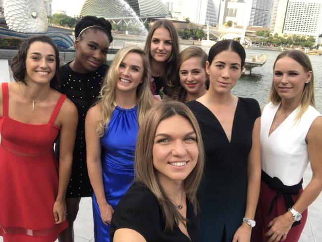 Возняцки уступила Гарсии наитоговом турнире WTA вСингапуре
